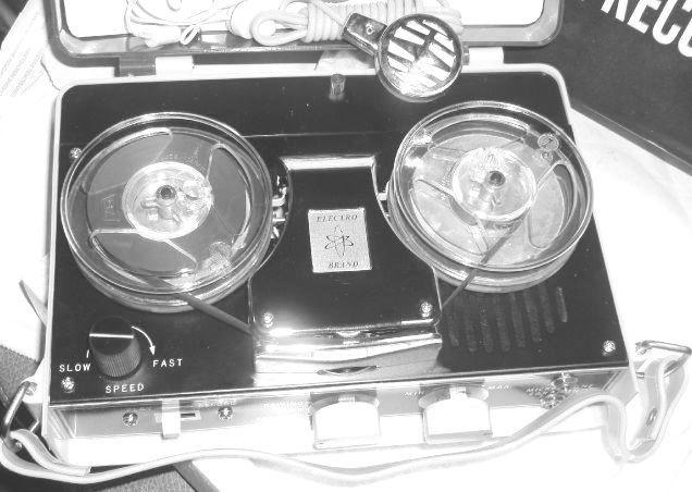 http://www.tajanstvenivoz.net/wp-content/uploads/2015/04/vintage-electro-brand-reel-to-reel-tape-player-new-in-box-blk-wht.jpg